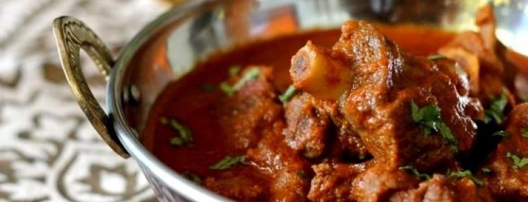 202210-Malvani-Mutton-Curry-2-1-585x330.jpg